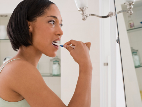 Image of pregnant woman brushing her teeth