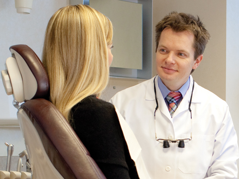 image of pregnant woman visiting dentist